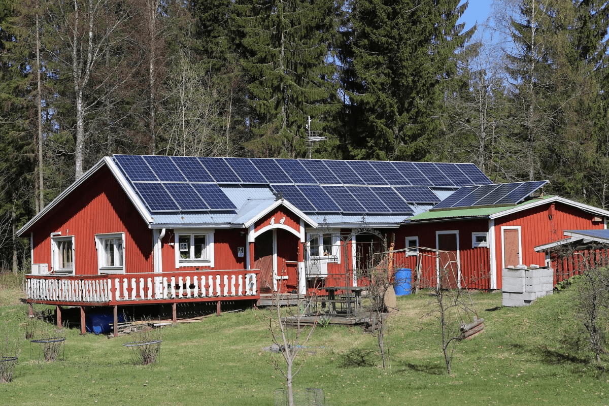 Off-grid home solar systems